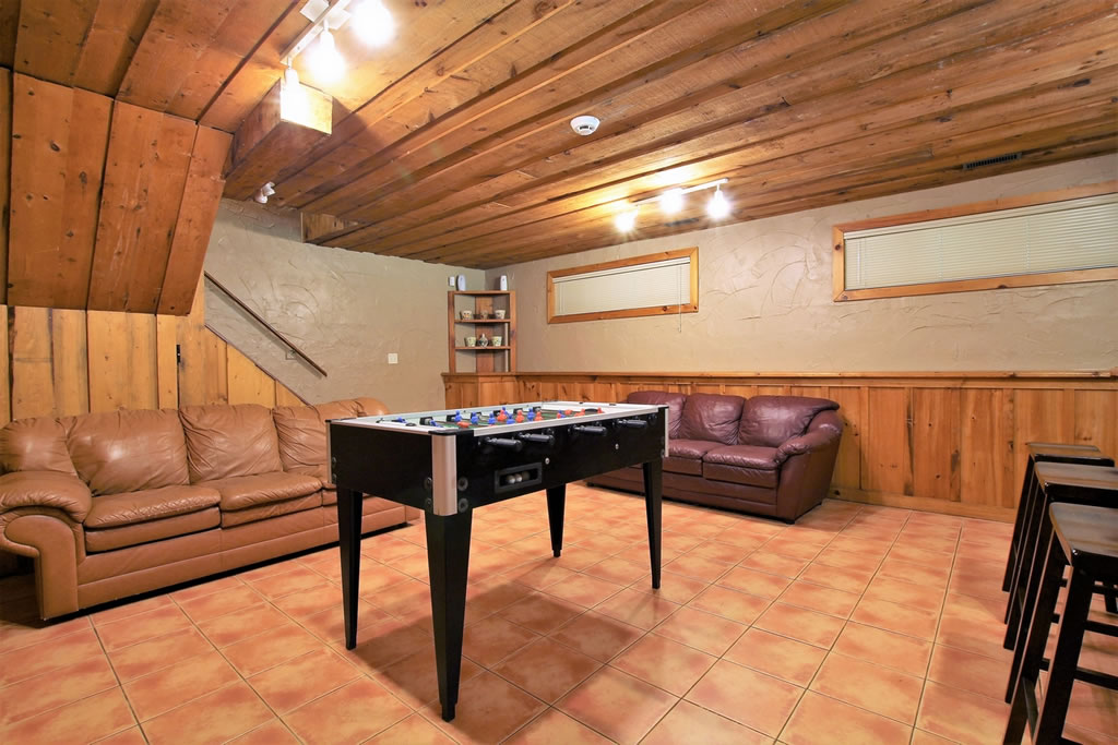 blue-mountain-chalet-rental-recroom2