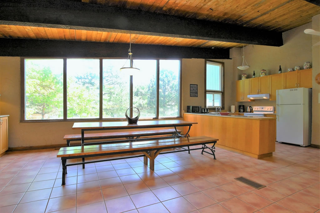 blue-mountain-chalet-rental-dining-area2