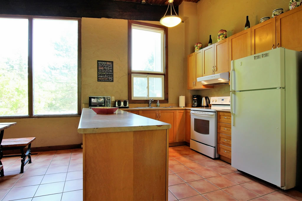 blue-mountain-chalet-rental-kitchen