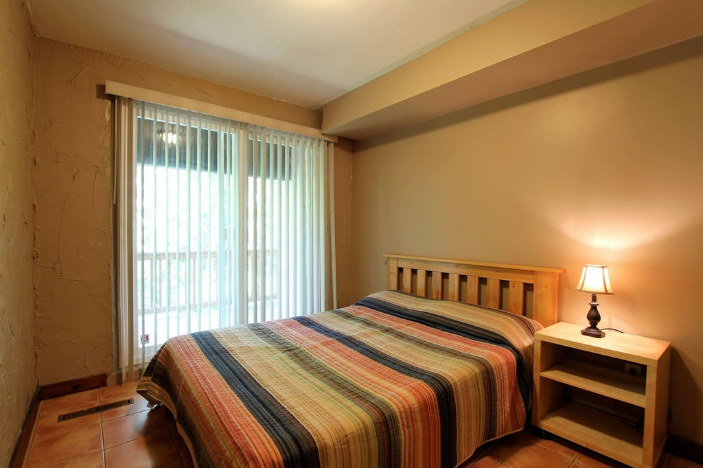 blue mountain chalet rental bedroom