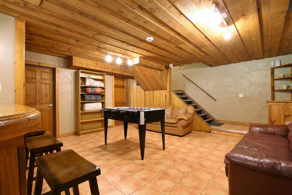 blue-mountain-chalet-rental-recroom