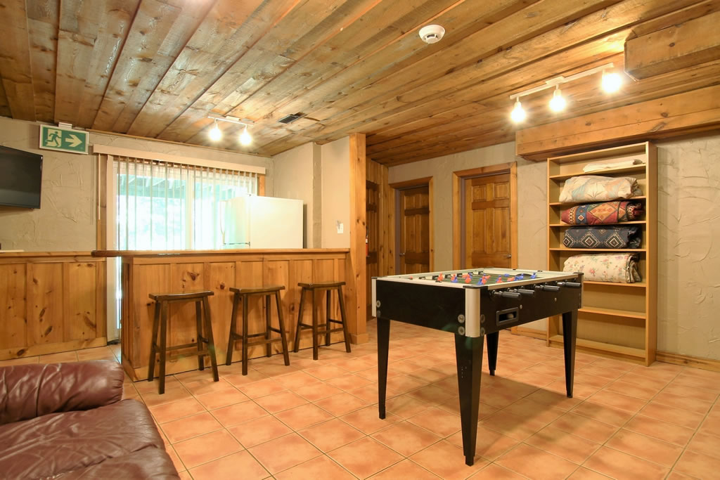 blue mountain chalet rental recroom